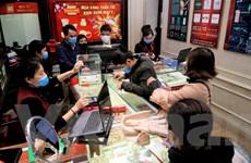 Hà Nội: Người dân đeo khẩu trang đi mua vàng ngày vía Thần Tài