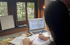 Học sinh, sinh viên học tập trực tuyến thế nào trong mùa dịch?
