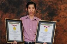 Kinh ngạc với chàng trai Indonesia có tới 32 bằng đại học