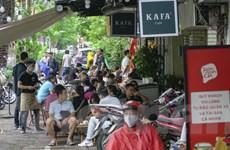 Hà Nội: Nhiều hàng quán vỉa vè vẫn tụ tập bất chấp 'lệnh' tạm dừng