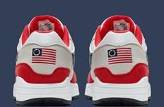 Nike rút bỏ mẫu giày mới in hình cờ Mỹ gây tranh cãi