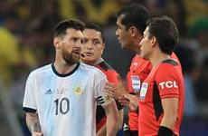 """Lionel Messi """"nổi khùng"""" với trọng tài sau trận thua Brazil"""