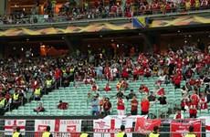 """Người hâm mộ bóng đá Anh """"chung tay"""" phản đối chính sách của UEFA"""