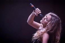 Nữ ca sỹ Joss Stone bị Iran cấm biểu diễn và trục xuất về nước