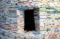 Các nghệ sỹ Trung Quốc xây dựng tháp sách độc đáo nặng 14 tấn
