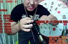 Vlogger Trung Quốc thiệt mạng khi livestream ăn côn trùng sống