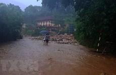 Khẩn trương tiếp cận cứu hộ, cứu nạn người dân vùng lũ