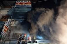 Cháy lớn tại chợ đầu mối ở Cà Mau, nhiều hộ dân phải sơ tán
