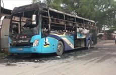 Đồng Nai: Cháy xe khách, hàng chục người tung cửa thoát ra ngoài