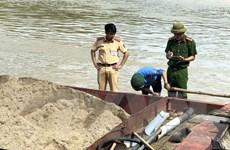 Nghệ An: Bắt giữ thêm các thuyền khai thác cát trái phép trên sông Lam