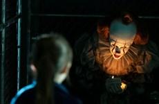 'Chú hề ma quái' chạy đua với 'những quý cô lừa đảo' tại Bắc Mỹ