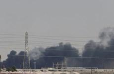 Video ghi lại vụ tấn công nhằm vào cơ sở lọc dầu của Saudi Arabia