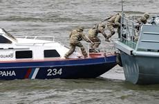 Nga nổ súng trấn áp tàu cá Triều Tiên, bắt giữ hàng chục thủy thủ
