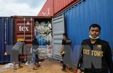 Indonesia cáo buộc 2 công dân Singapore nhập khẩu rác nhựa trái phép