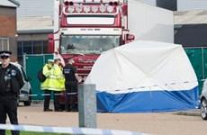 Anh nỗ lực xác định danh tính nạn nhân trong vụ xe tải chứa 39 thi thể
