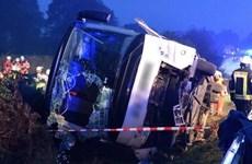 Đức: Lật xe buýt trên đường cao tốc, nhiều người bị thương