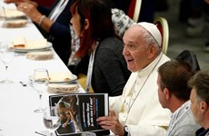 Giáo hoàng ăn trưa với 1.500 người nghèo và vô gia cư