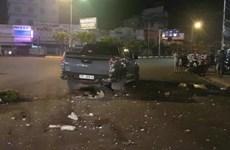 Ôtô quay đầu ẩu tông vào xe máy, 2 người thương nặng