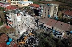 Người dân Albania phải sống trong lều tạm sau trận động đất mạnh