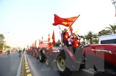 Người hâm mộ Thủ đô đón đoàn Thể thao Việt Nam dự SEA Games trở về