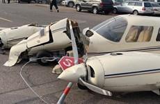 Mỹ: Máy bay hạ cánh xuống phố, đâm hỏng nhiều xe ôtô