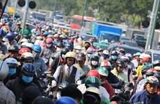 Tắc đường trong nhiều giờ đồng hồ bên ngoài sân bay Tân Sơn Nhất