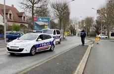 Video cảnh sát Pháp tiêu diệt đối tượng cầm dao đâm người hàng loạt