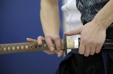 Mỹ: Giải quyết mâu thuẫn với vợ cũ bằng... đấu kiếm