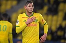 Nantes và Saint Etienne tưởng nhớ cầu thủ xấu số Emiliano Sala