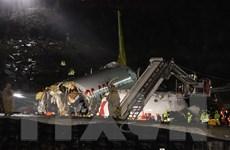 Hình ảnh máy bay Thổ Nhĩ Kỳ vỡ làm ba sau khi trượt khỏi đường băng