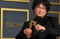 Đạo diễn Bong Joon-ho xin lỗi vì đã giành quá nhiều tượng vàng Oscar