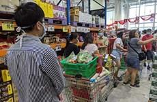 Người dân Singapore đổ xô đến các siêu thị mua đồ do lo ngại dịch bệnh