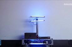 Trung Quốc sử dụng robot diệt vi khuẩn bằng tia cực tím để chống dịch