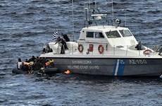 Lực lượng bảo vệ bờ biển Hy Lạp xua đuổi xuồng của người di cư