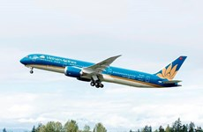 Vietnam Airlines khử trùng máy bay để phòng chống dịch bệnh