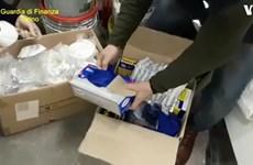 Cảnh sát Italy khám xét hàng loạt cơ sở đầu cơ khẩu trang