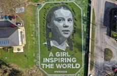 Họa sỹ Anh vẽ tranh khổng lồ hình Greta Thunberg nhân dịp 8/3