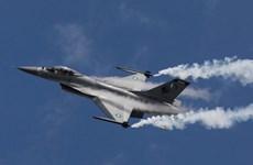Hình ảnh máy bay chiến đấu Pakistan gặp nạn khi diễn tập
