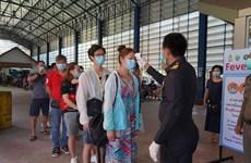 Thái Lan siết chặt nhập cảnh, miễn phí điều trị cho người nước ngoài