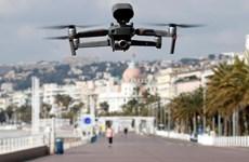 Cảnh sát Pháp sử dụng drone giám sát tình hình giới nghiêm