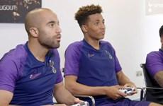 Các cầu thủ Tottenham 'sát phạt' nhau trên sân đấu FIFA 20