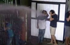 Indonesia dùng vòi rồng trấn áp những người vi phạm quy định phong tỏa