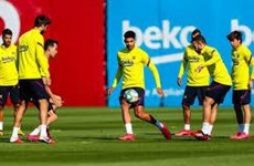 Các đội bóng Tây Ban Nha bắt đầu được tập luyện theo nhóm