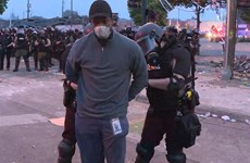 Nhóm phóng viên CNN bị bắt khi đưa tin về bạo động ở Minneapolis