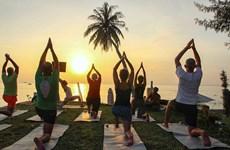 Đại sứ quán Ấn Độ tổ chức Ngày Quốc tế Yoga ở Vịnh Hạ Long