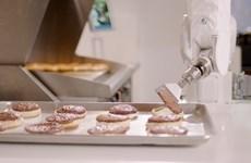 """Các đầu bếp robot """"lên ngôi"""" trong mùa dịch bệnh COVID-19"""