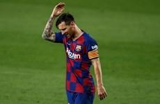 Messi thất vọng khi nhìn Real Madrid nâng cúp vô địch La Liga