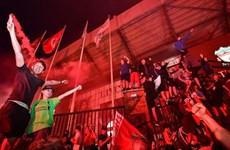 CĐV Liverpool đổ ra đường ăn mừng bất chấp nỗi lo COVID-19