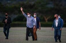 Tổng thống Brazil chào đón người ủng hộ dù đang mắc COVID-19