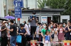 Hàng nghìn người tập trung bên ngoài Tổng lãnh sự quán Mỹ ở Thành Đô